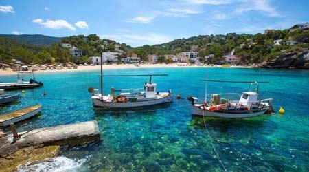 Excursiones en barco por la costa de Ibiza